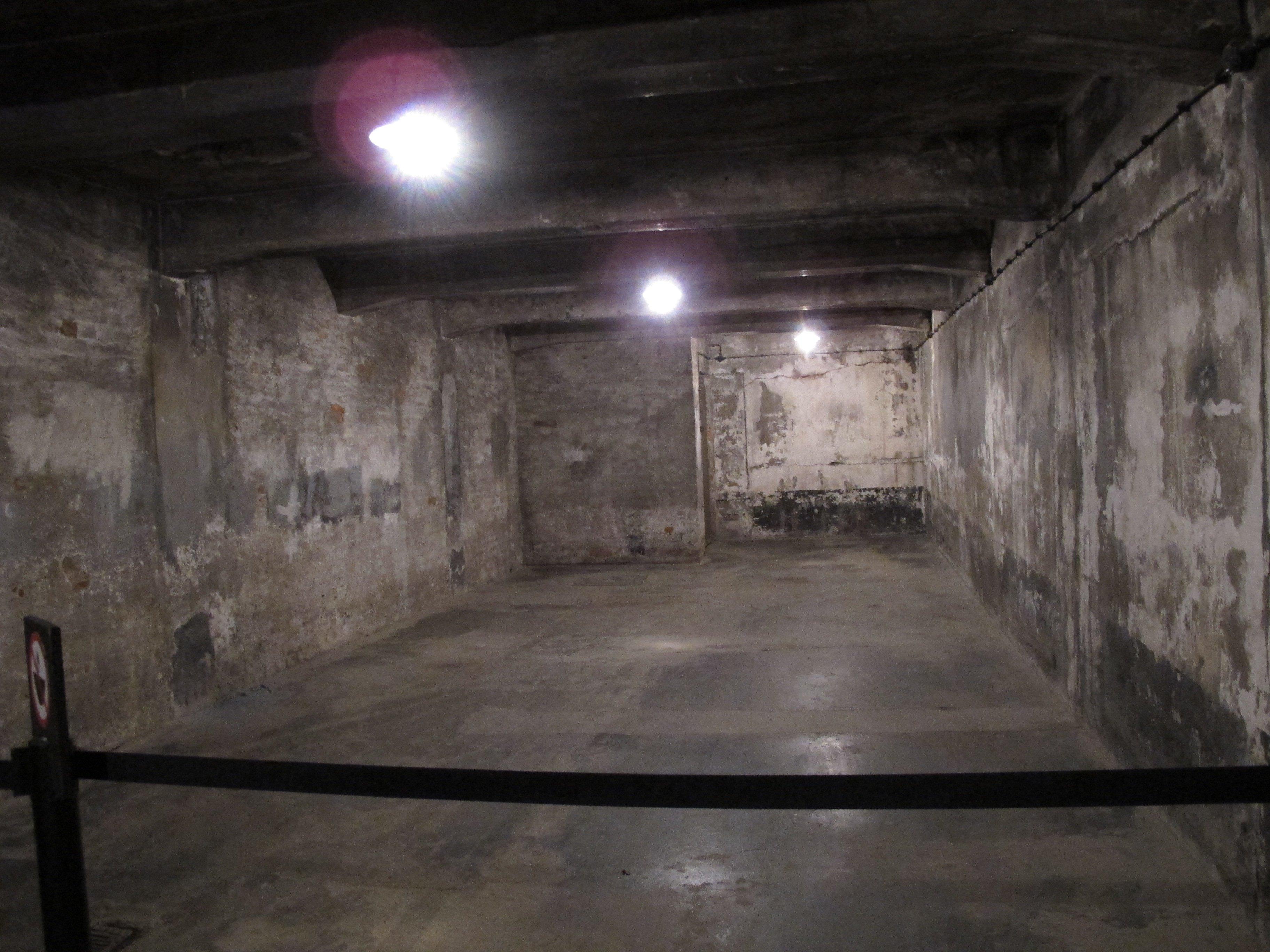 Voyage memoire auschwitz birkenau auschwitz for Auschwitz chambre a gaz